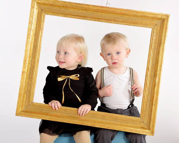 Behöver du lite tips för att bättre familjebilder? Läs mer i vår photoblogg http://www.scandinavianphoto.se/(X(1)A(AnIsFibczAEkAAAAtMzU5NS001))/photobloggen/1011449109/enkla-tips-foer-baettre-familjefotografering