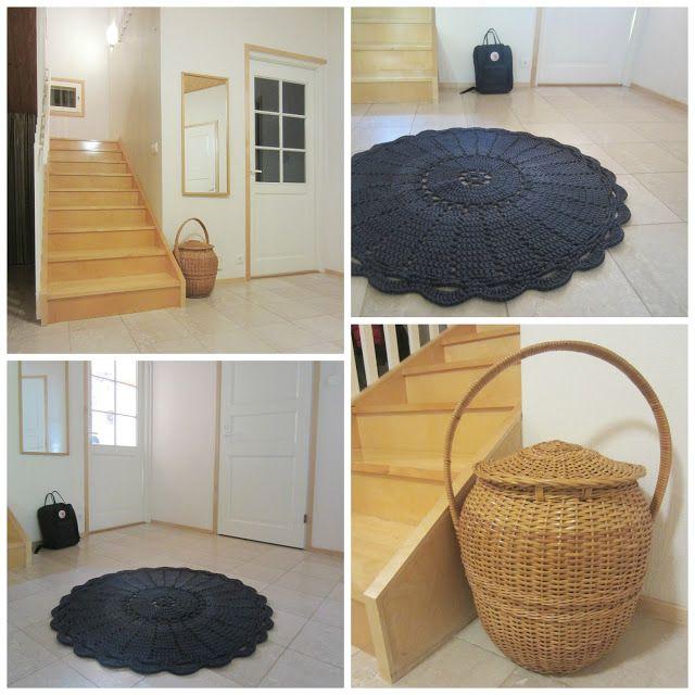 Tee-se-itse-naisen sisustusblogi: Crocheted and Dyed Doily Rug In Hallway
