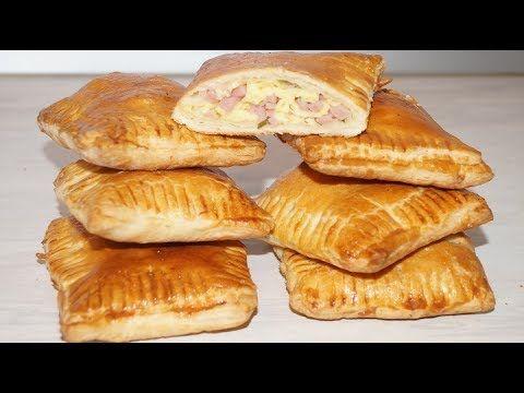 Вкусная выпечка .Для пирожков нужно-тесто слоеное дрожжевое 500гр, сыр 300гр, ветчина 300гр, укроп,петрушка,яйцо для смазки.