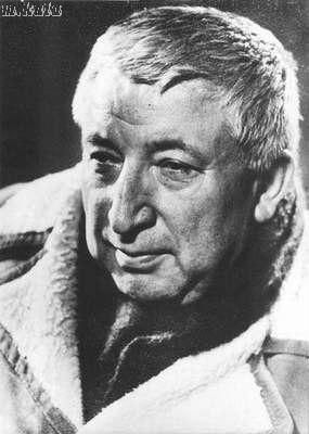 Расул Гамзатович Гамзатов. Он начал писать стихи, когда ему было девять лет. Потом его стихи начали печатать в республиканской аварской газете «Большевик гор» Первая книжка стихов на аварском языке вышла в 1943 году.