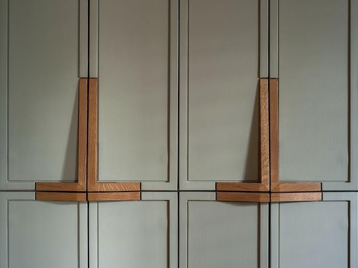 Farrow and Ball French Gray, detail of oak handles integrated into cabinetry