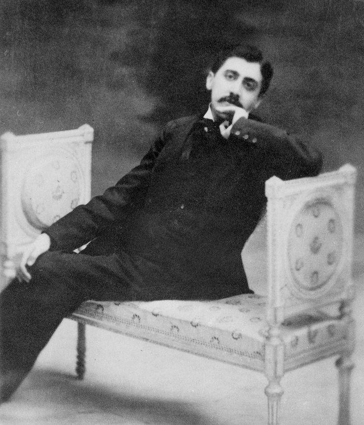 """Ecrivains de toujours """"Cinq raisons de (re)lire"""" Marcel Proust et """"La Recherche"""" Gilles Heuré.  © NAMUR-LALANCE/SIPA ; https://translate.google.com/translate?sl=auto&tl=en&js=y&prev=_t&hl=en&ie=UTF-8&u=http%3A%2F%2Fwww.telerama.fr%2Flivre%2Fcinq-raisons-de-re-lire-marcel-proust-et-la-recherche%2C122643.php&edit-text="""