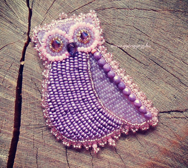 Bead embroidery Owl brooch, violet pink. Designed and made in Zebegeny, Hungary by Lili Vagasi.