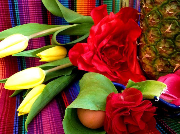 4 forelements pomysly na wielkanocne dekoracje swiateczny stol easter deoration ideas holiday table interior design bold saturated colors projektowanie kolorowy wystroj wnetrz boho etno