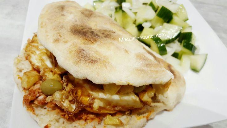 Ingrédients : Du pain chapati tunisien: 400 g de farine t55 2 càc de sel 1 càs de levure sèche type saf 330 ml d'eau tiède (la quantité varie légèrement selon la farine) De la garniture: 2 oeufs po…