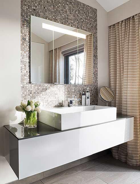 Holen Sie sich ein neues Badezimmer mit kleinem Bu…