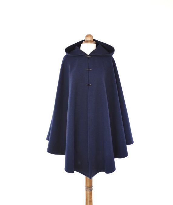 Manteau cape rouge avec capuche