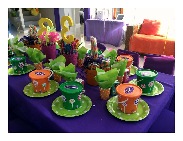 Kids table setting #willywonkaparty