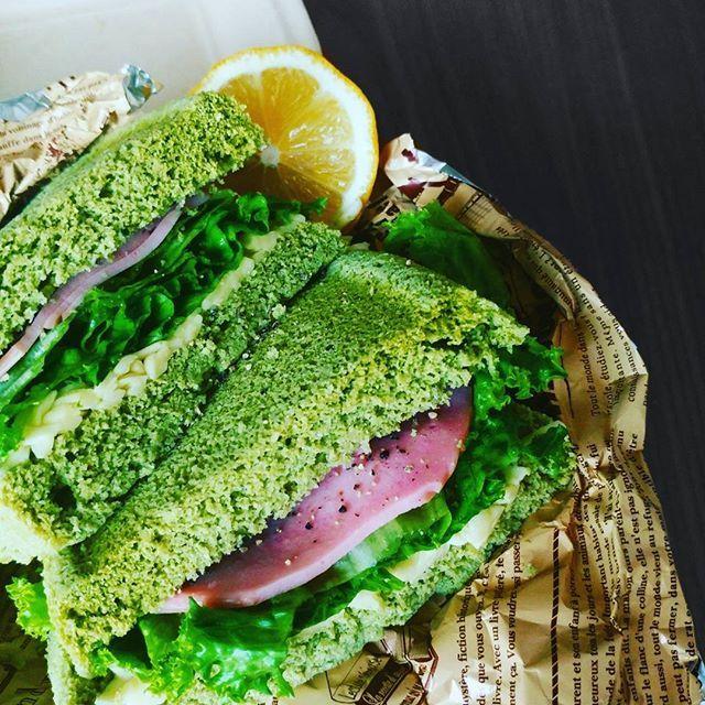 #おひるごはん #おうちごはん #糖質制限ダイエット #ランチ#サンドイッチ#おから#おからパウダー#サンドイッチ#肉#ハム#チーズ#ダイエット#ヘルシー#写真撮ってる人と繋がりたい #写真を撮るのが好きな人と繋がりたい #lunch#cafe#sandwich #healthy#glutenfree #diet#dietfood #delicious#deliciousfood #green #vegetables #photo#ham #chee's#lunchbox  糖質6g  480kcal  carbohy6g 480kcal  やっと届いたおからパウダー!  こちらおから蒸しパンのサンドイッチ  久々のサンドイッチ💛  おからパウダー初めて使うけど意外に美味しい!これがあれば糖質料理 の幅がかなり広がる  スイーツも揚げ物も小麦の代わりになるし、ピザも作ってみようかな。  とにかくすぐにお腹一杯になるため。今日は半分強であとは同僚にあげました