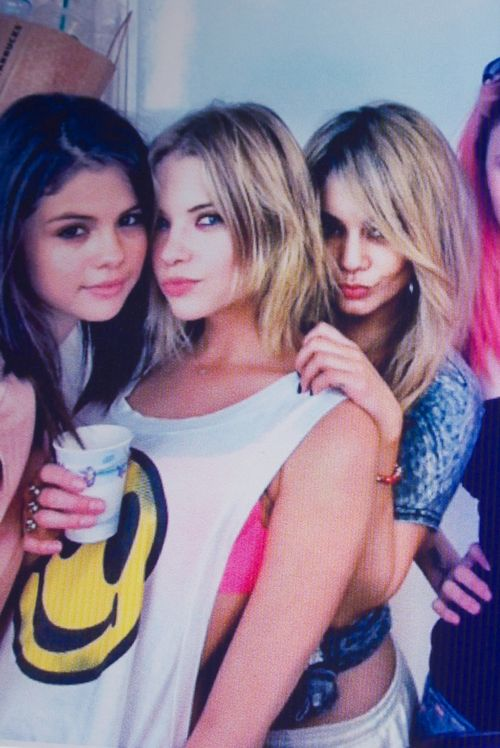 vans-supreme:    potheadtilidropdead:    gypsyteens:    what movie is this and when does it come out again i forgot el oh el    It's Springbreakers & it comes out this summer, I can't fucking wait.    same ^