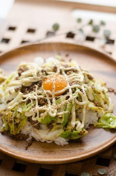 我が家のテッパン♪ひき肉とキャベツのオイマヨ丼* by *misacoro ...