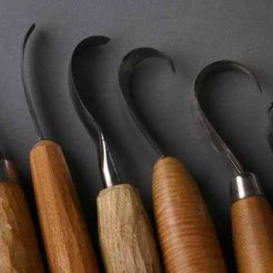 How to sharpen a hook knife for spooncarving, simple instructions to get a razor sharp knife with cheap simple tools.