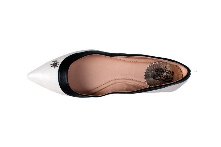 #durval #shoes #ballerine #ballerinas #flat #youmusthaveit #madeinitaly #florence #firenze #iloveshoes #iloveshoppig #leather #fashion #moda #fashionblogger #suede #cute #feet #crown #colours #black&white #black #white #spider