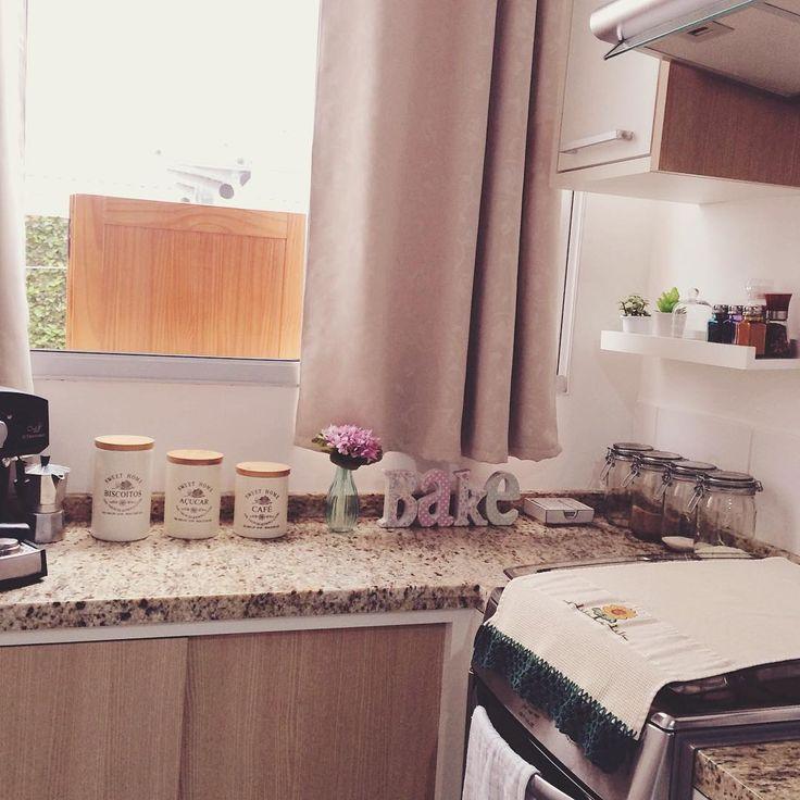 """""""Amo e sou imensamente grata pela minha casa em toda a sua simplicidade... ❤️ Agora bora fazer almoço e sujar essa cozinha arrumadinha """""""