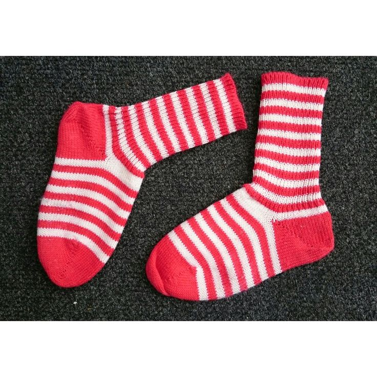 Löysin #siivouspäivä n valmisteluissa ensimmäiset #neulekone ella valmistamani #villasukat - I am getting ready for the #cleaningday #yardsale and found the first #woolsocks I've knitted with a #knittingmachine