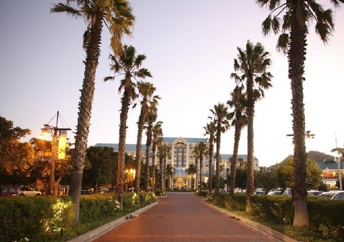 Table Bay Hotel at the V&A Waterfront, Cape Town http://www.south-african-hotels.com/hotels/table-bay-hotel-cape-town/