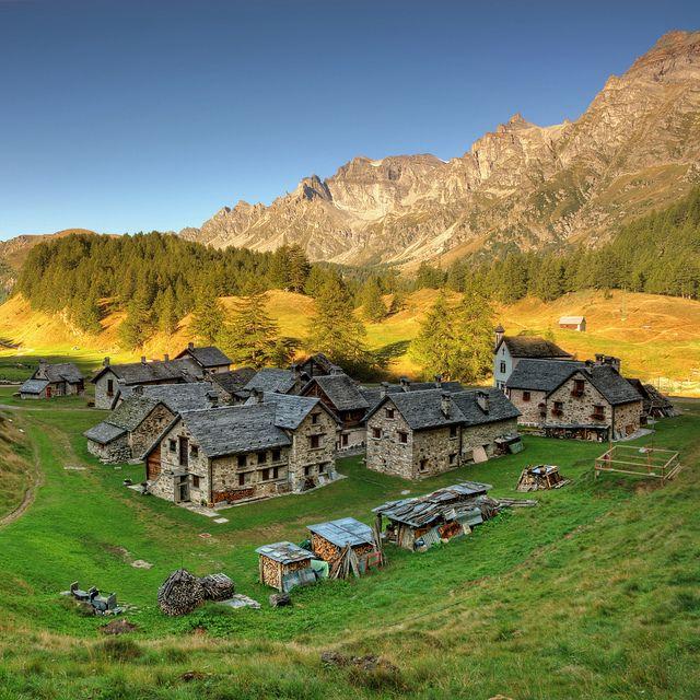 The Alpe Devero belongs to a natural park situated in Lepontine Alps is the northern Ossola Valley.