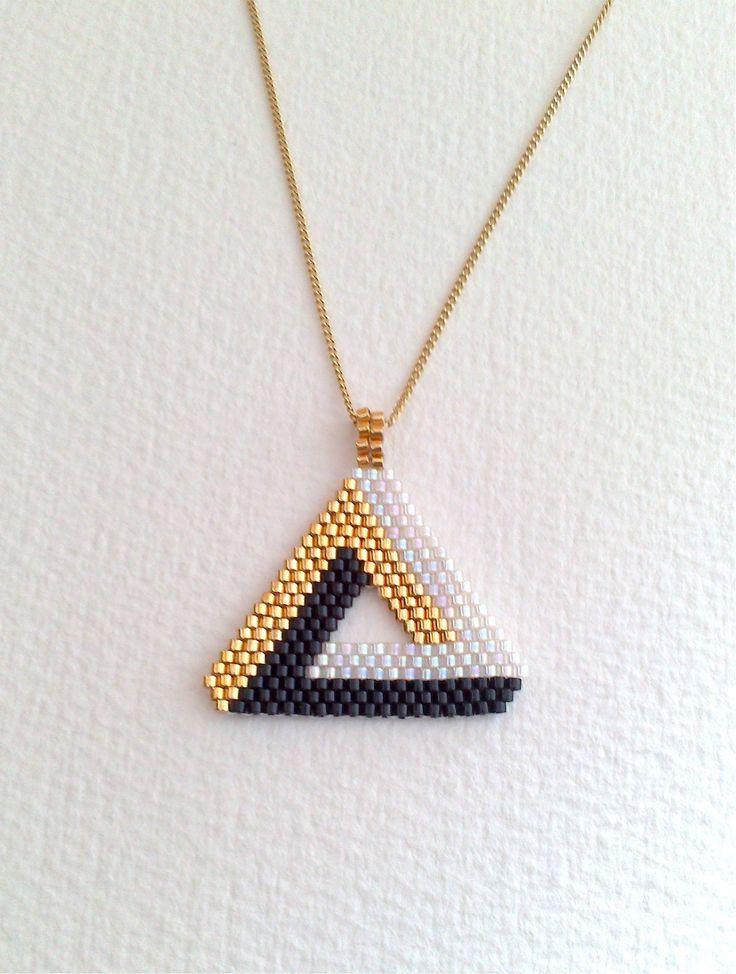 Pendentif Triangle 3 D en perles Miyuki, noir , blanc , or