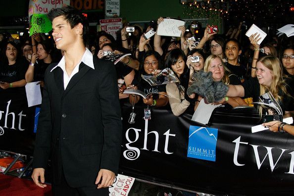 "Fans try to get the attention of actor Taylor Lautner at the premiere of Summit Entertainment's ""Twilight"" at The Mann Village and Bruin Theatres on November 17, 2008 in Westwood, California. The film is based on the popular book series by author Stephanie Meyer.  (Photo by Vince Bucci/Getty Images) *** Local Caption *** Taylor Lautner"