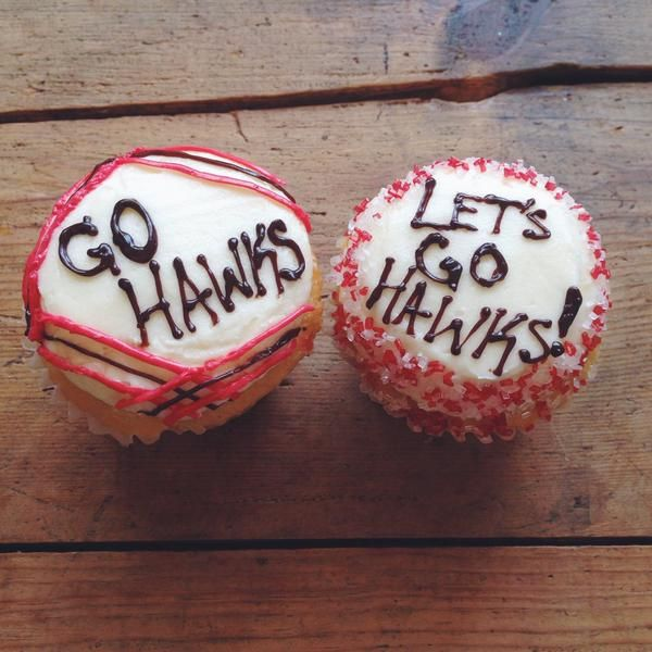 Check out these #Blackhawks cupcakes from Flirty Cupcakes! #StanleyCupFinal