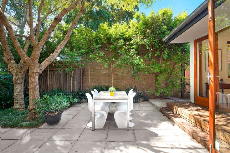 Beautiful family home, private level garden, outdoor setting, alfresco entertainment, BBQ area, Pilcher Residential