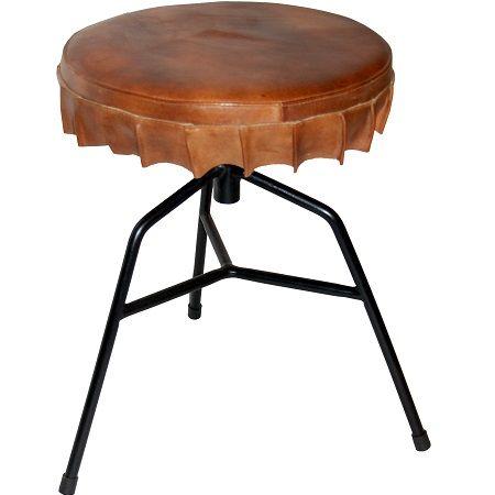 Kruk ijzer en leer de zitting heeft de speelse vorm van een dopje. www.blockdesign.nl
