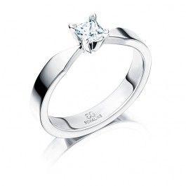 Elagant förlovningsring/vigselring i 18k vitguld från Schalins i serien Tropc modell Maui. Ringen har en diamant på 0,30 carat PC Top Wesselton VS, den är 3,5mm bred samt 1,9mm hög.