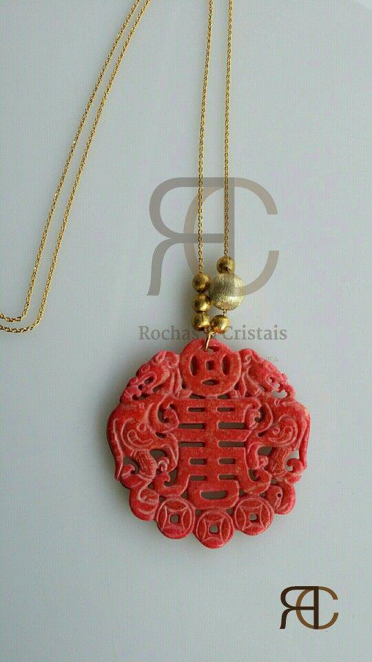 Colar com fio dourado, prata dourada e pendente em jade - Rochas e Cristais