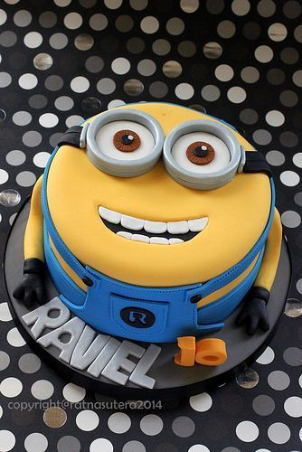 Minions 2D Cake by Simply Cupcake: | https://lomejordelaweb.es/