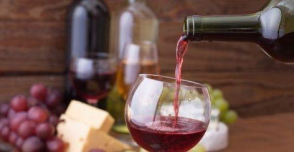 Τρία αλκοολούχα ποτά με λίγες θερμίδες και πώς θα τα «κάψετε»