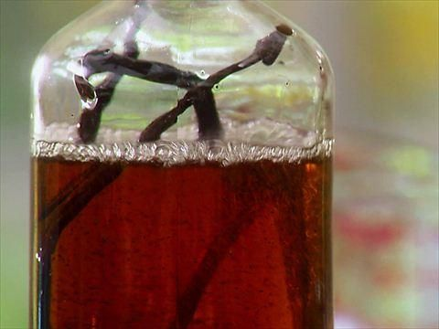 "Homemade Vanilla Extract (Gift Basket of Food) - Damaris Phillips, ""Southern at Heart"" on the Food Network."