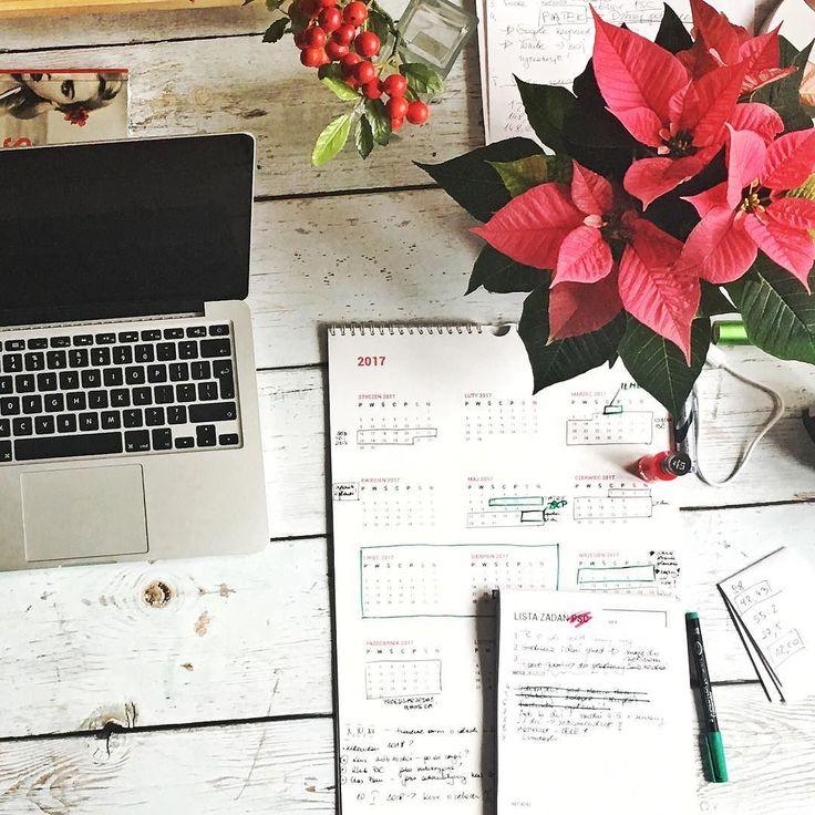 Ostatnia szansa na zaplanowanie nowego roku zanim się on zacznie! Odkąd to robię czuję wielką ekscytację a odkąd to robię w swoich autorskich narzędziach ekscytuję się podwójnie. Kto by nie chciał planować we własnym planerze i zaznaczać dat we własnym kalendarzu ??? A Wy już zaplanowałyście? #psc #paniswojegoczasu #planowanie #kalendarz #kalendarzpsc #calendar #planning #planner #plannergirl #plannerlove #planneraddict #planer #planerpsc #todo #organizacja