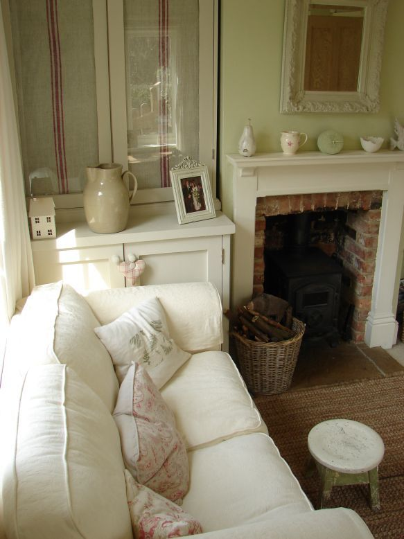 I like the look of this room!  Old-fashioned, but comfy!