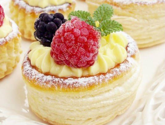 This lovely basket will bring joy and happiness in your home preparing you for the spring days that are coming. http://www.afternoonrecipes.com/melt-in-your-mouth-puff-pastry-baskets/