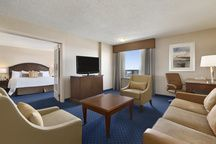 Jacuzzi Suites - Coast Plaza Hotel and Conference Centre Calgary