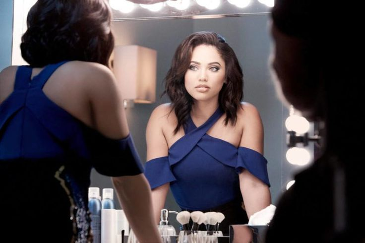 Ayesha Currytakes her place alongsideQueen Latifah, Katy Perry, Sofia VergaraandIssa Raeas the latest face of beauty brand Covergirl. The news comes after the Food Network star and wife of NBA…
