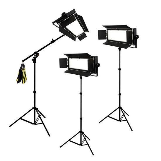 Bresser LED Foto-Video Set 3 x LG-900 54W/8.860LUX  Bresser LED Foto-Video SET 3x LG-900 54W/8.860LUX  2x Statief  1x Boomstatief  De set bestaat uit:  3x LG-900 LED-lamp  2x Statief D-46 tot 240cm  1x BR-BLS210 Boomstatief  3x 5600K diffuus filter  3x 3200K kunstlicht filter  3x 4 kleppenset  3x Netsnoer  Beschrijving: Bresser is een grote speler in de ontwikkeling van hoogwaardige LED lampen voor de foto en video studio. Doorlopend worden deze nieuwe ontwikkelingen in hun modellen…