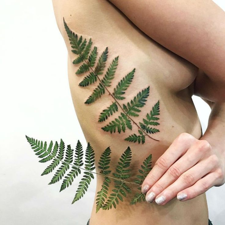 Gifted Tattoo Artist Uses Living Plants to Create Stunning and Elegant Floral Tattoos