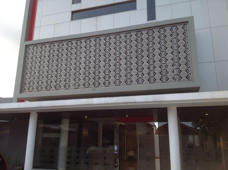 Supra Bank - Facade