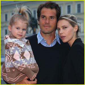#'Just Famed' Star Sara Foster & Partner Tommy Haas Expecting 2Nd Kid! --- More News at : http://RepinCeleb.com  #celebnews #repinceleb #CelebNews