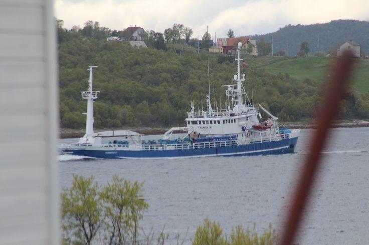 Heawy loaded fiching boat.
