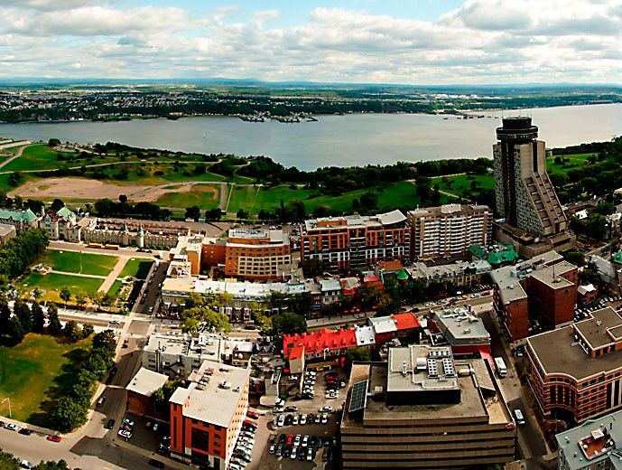 Observatoire de la Capitale | A 360° view of Québec City from 221 m (725.1 ft.) up. That's the experience awaiting you at this observatory, whose broad windows provide a spectacular view of Québec City and its maze of streets, as well as the majestic St. Lawrence River and the mountains in the distance. Learn about the history of the city through an interactive multimedia visit. Keep your eyes peeled, you won't want to miss a thing! The first place to visit when in town!