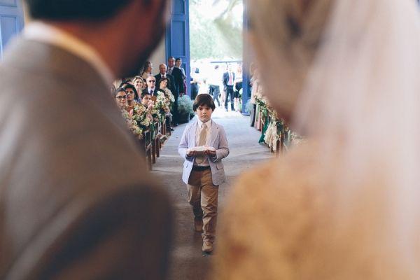 Casamento de Adriana Pimentel e Frederico Cury, na #FazendaLageado . Entrada das alianças. ♥