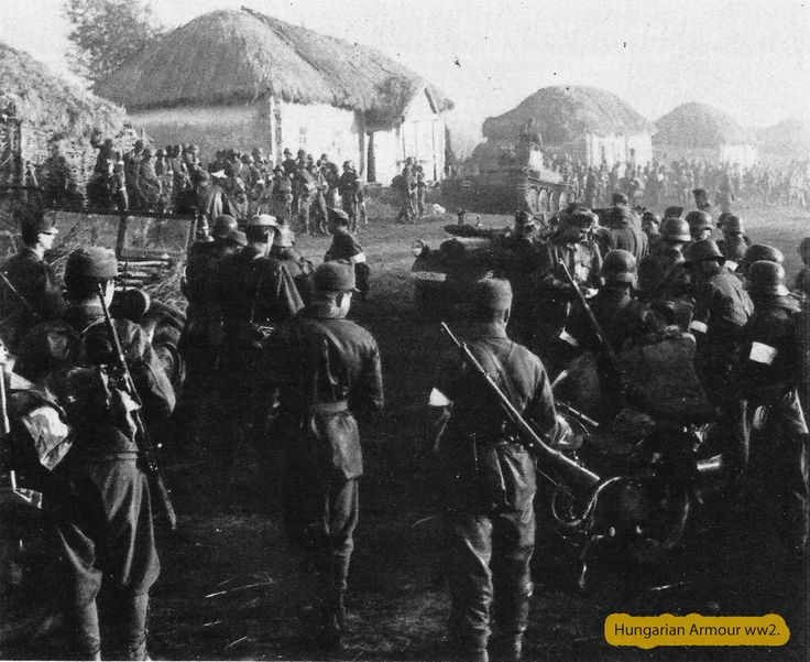 Csapat összevonás egy faluban az útszélén egy magyar pz38.t.