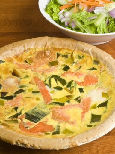 Tarte poireaux saumon Philadelphia : Recette de Tarte poireaux saumon Philadelphia - Marmiton
