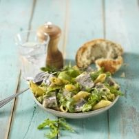 Tijdens warme dagen in de zomer is het heerlijk om een frisse salade te eten. Deze salade heb ik laatst gemaakt en is erg goed bevallen. Ik heb hem geserveerd...