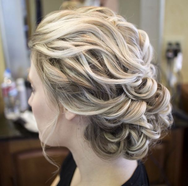 Here is today's top featured collection of 28 super elegant wedding hairstyle inspiration for you to get inspired.