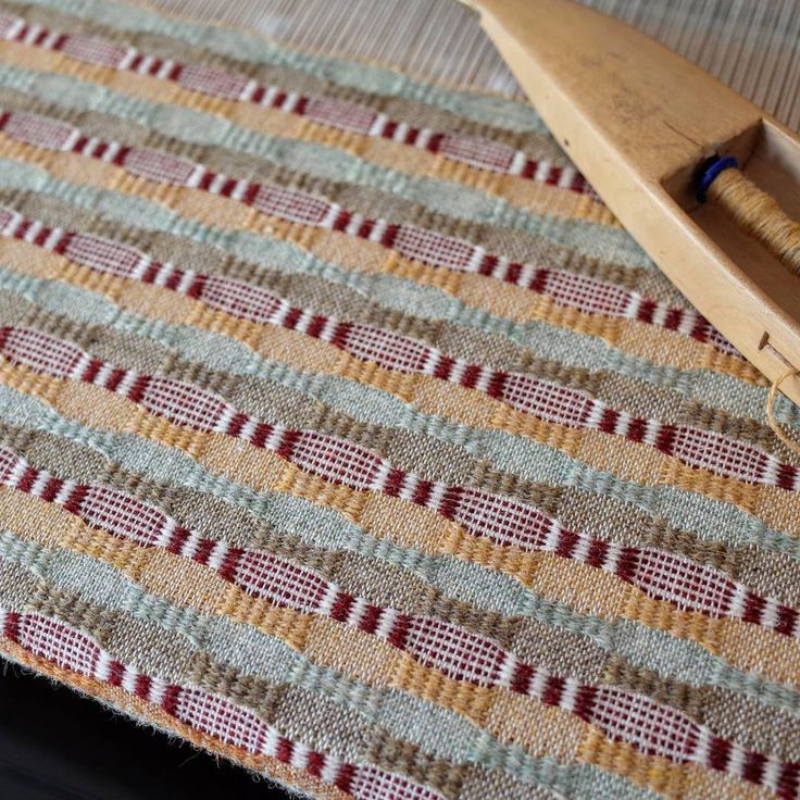 I love this new weaving project! Changed my mind about the orange colour and went for a yellow instead. This is the first out of three colour schemes. Pattern from VÄV Magasinet 3/15. I substituted the wool but it works really well. #weaving #weaversofinstagram #vävmagasinet #väv #sålldräll #handweaving #holstsupersoft
