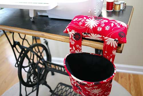 This thread catcher sits beside your sewing machine and is always open and ready to catch your stray threads.