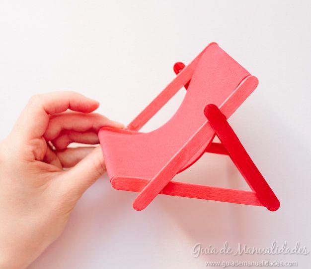 Móvil siempre a mano y a la vista! Una idea súper especial inspirada en las vacaciones. Hoy les enseño a hacer este soporte con forma de sillita de playa! Precioso!